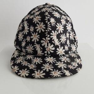 Accessories - Black daisy print hat